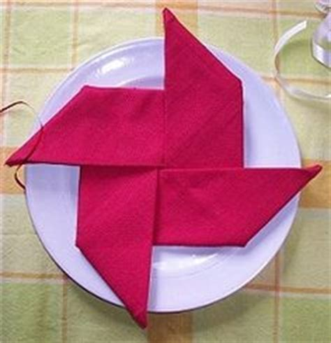Paper Serviettes Folding - dinner table on napkins folding napkins and
