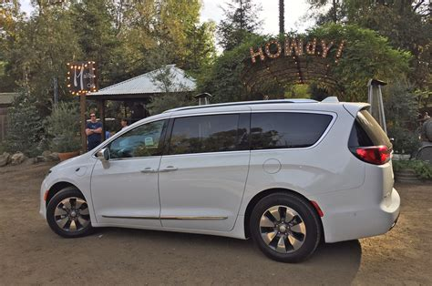 Chrysler Hybrids by 2017 Chrysler Pacifica Hybrid Drive Review