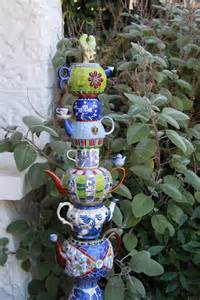 Mosaic Ideas For The Garden Garden Totems 28 Design Ideas In Glass Ceramic Mosaic And Wood