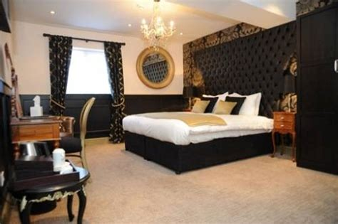 Black White Gold Bedroom Ideas by Black And Gold Bedroom Design The Interior Design Inspiration Board