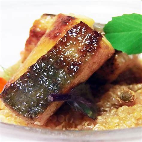 cucinare uova di pesce tataki di pesce san pietro con quinoa e uova di salmone