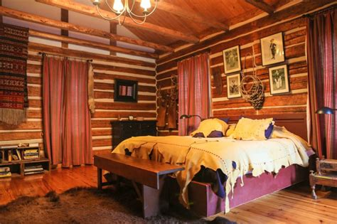 cabin bedroom decorating ideas cabin bedroom decorating ideas with frayed linens