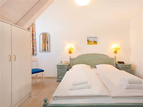 Wandschrank Schlafzimmer by Ferienwohnung Mais Quot Strandpromenade Quot Ostsee R 252 Binz