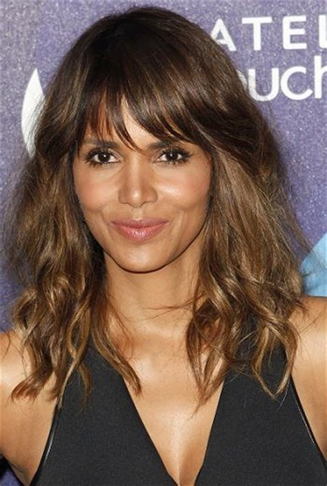 feathered hairstyles for halle berry halle berry hairstyles with bangs l www