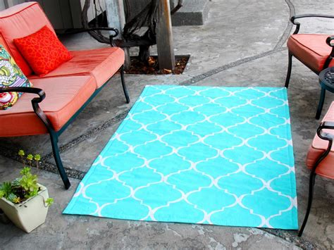 How To Stencil Paint An Outdoor Rug How Tos Diy How To Paint An Outdoor Rug
