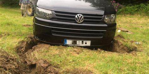 Auto Abgeschleppt Was Tun by Das Auto Steckt Im Schlamm Fest Doch Mit Dem Trick Kommst