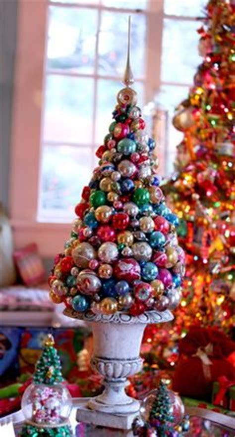 how to put ribbon òn a christnas tree topiary on ribbon topiary and centerpieces