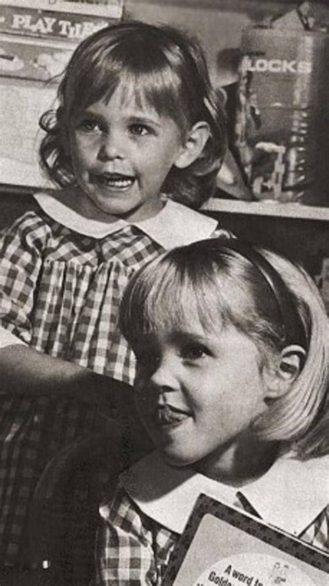 elizabeth montgomery s family tree bewitched erin murphy with her sister diane can you tell which one