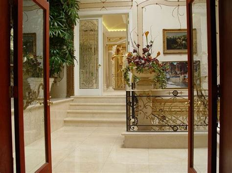 images of shahrukh khan bungalow luxury homes luxurious home of shahrukh khan
