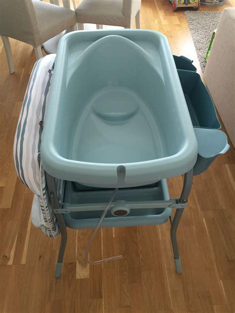 baignoire chicco combinaison baignoire et table de lange chicco