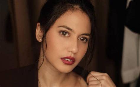 charlie puth ke indonesia pevita pearce akui grogi meluncurkan produk fashion bareng