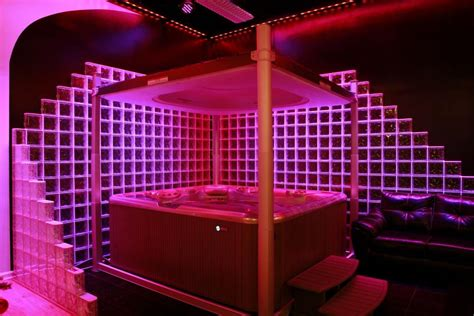 glasbausteine mit led beleuchtung glass block wall with modern chauvet led lighting in a