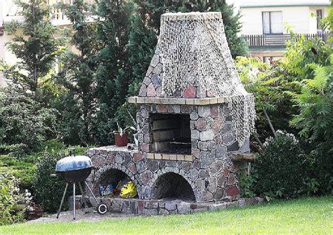 gemauerte grillstelle gartengrillkamin bauen gartenkamin an der terrasse