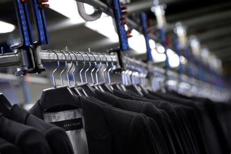 siege de zara en espagne pays de zara l industrie textile reprend des