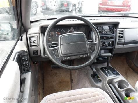 grey jeep grand cherokee interior gray interior 1995 jeep grand cherokee se 4x4 photo