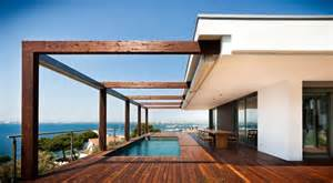 Cool Homes Com Cool Coastal House Overlooking Bay Of Roses Spain
