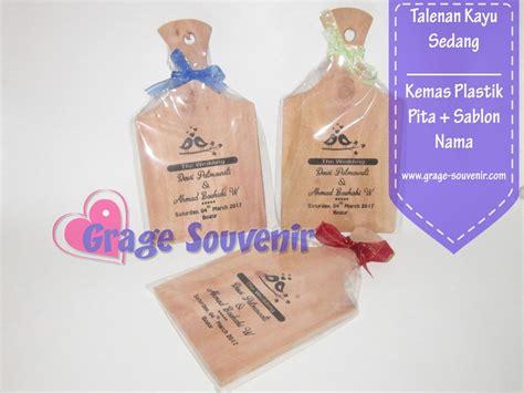 Souvenir Telenan Kayu Kemas souvenir talenan kayu kecil kemas plastik sablon nama murah jual souvenir pernikahan