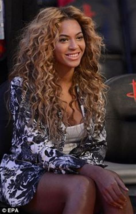 beyonce hairstyles games having a ball leggy beyonce giggles with husband jay z at