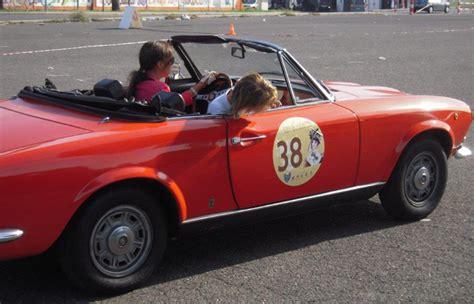 al volante quotazioni al volante l auto d epoca si tinge di rosa