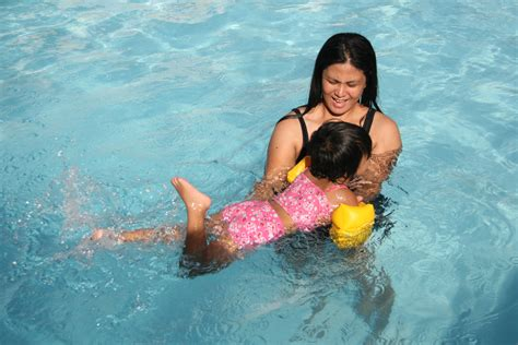 how to teach a to swim how to teach your child to swim with pictures wikihow