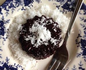 cara membuat onde onde ketan hitam cara membuat ketan hitam tabur kelapa gurih resepmembuat com