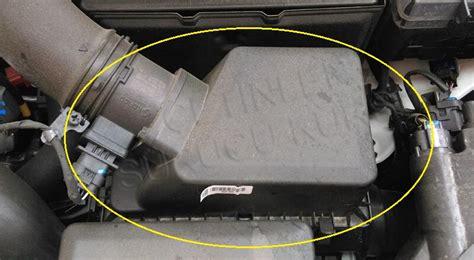 icerisinde hava filtresinin bulundugu kapali kutu kabin