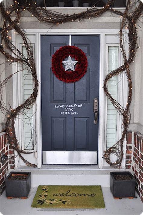 39 Stunning Christmas Porch Decor Ideas Interior God Garland Around Front Door