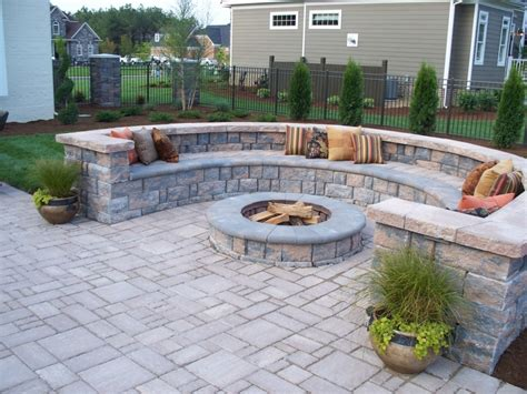 Patio Do It Yourself by Backyard Pavers Paver Patio With Retaining Wall Block Do