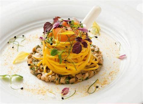 la carbonara co dei fiori carbonara di spaghetti di pasta fresca e funghi porcini