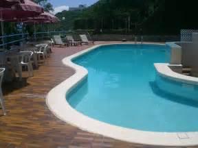 swimming pool photos file hk cheung chau warwick hotel swimming pool 2 jpg