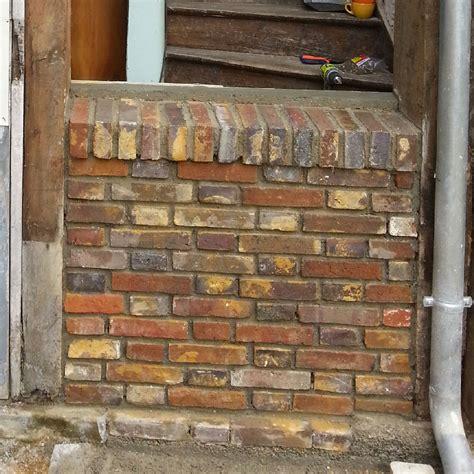 Monter Un Mur En Brique 624 by Ma 231 Onnage D Un Petit Mur En Brique Avec Rejingot Ma