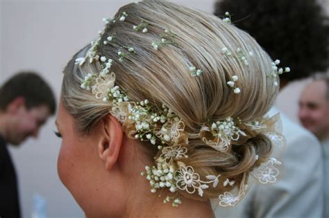 Wedding Hairstyles For Hair Flowers by Flowers For Wedding Hair