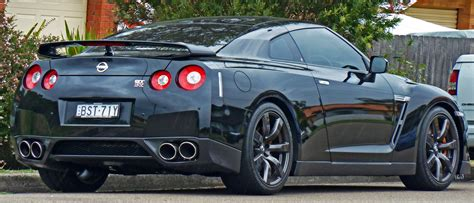 file 2009 2010 nissan gt r r35 coupe 02 jpg wikimedia commons