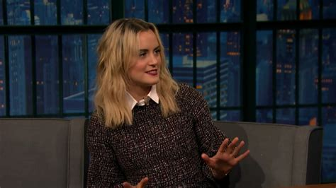 taylor schilling talks orange is the new black graphic screencaps gifs of taylor schilling on late night with