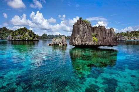 RAJA AMPAT ? ULTIMATE INDONESIAN YACHTS ? Luxury Yacht