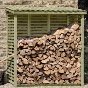 holzstapel regal richtig holz brennholz kaminholz lagern stapeln trocknen