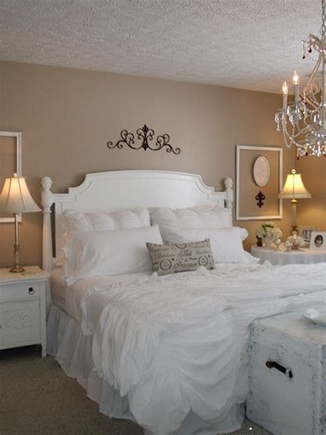 naked bedroom pictures 25 best ideas about shabby chic chandelier on pinterest