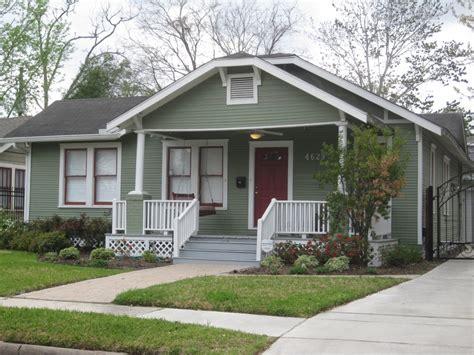 cottage house exterior bungalow exterior paint ideas bungalow exterior house