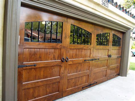 Wooden Garage Door by Best 25 Wood Garage Doors Ideas On Wooden