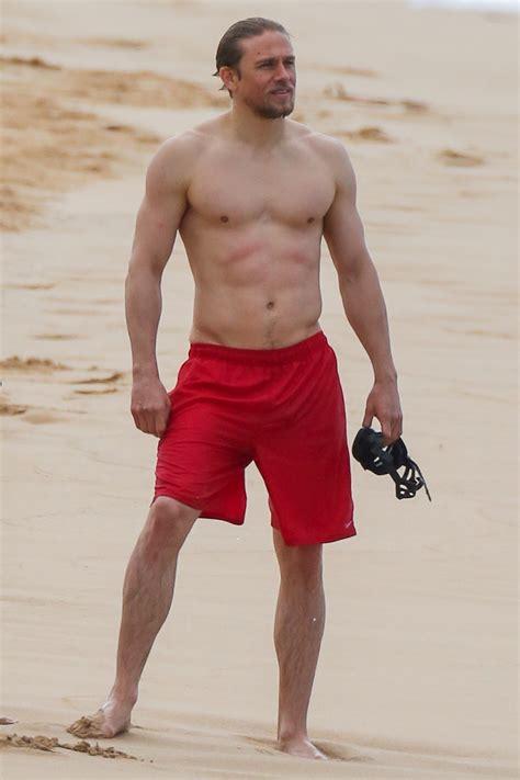 charlie hunnam beach charlie hunnam on the beach ladyboners