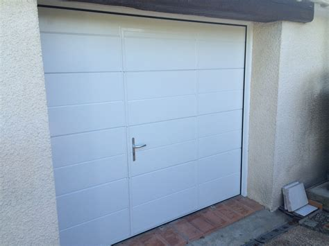 photos de pose de portes de garage basculantes avec