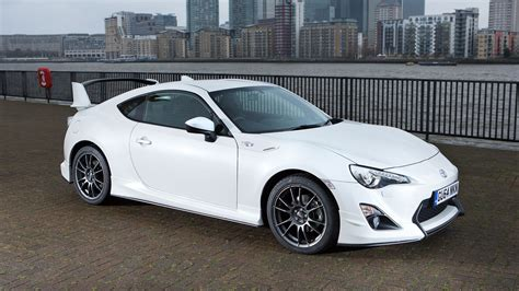 toyota gt86 toyota gt86 aero 2015 review by car magazine