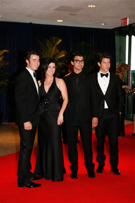 nick jonas house nick jonas and denise jonas photos photos 2010 white house correspondents