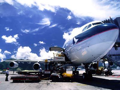 passenger airline freight how airline freight works howstuffworks