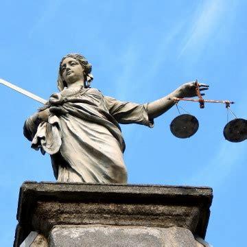 giustizia uffici giudiziari precari della giustizia ennesima proroga per i tirocini