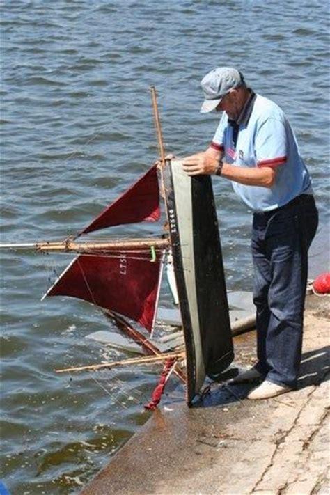 model boat sinking sinking model boats