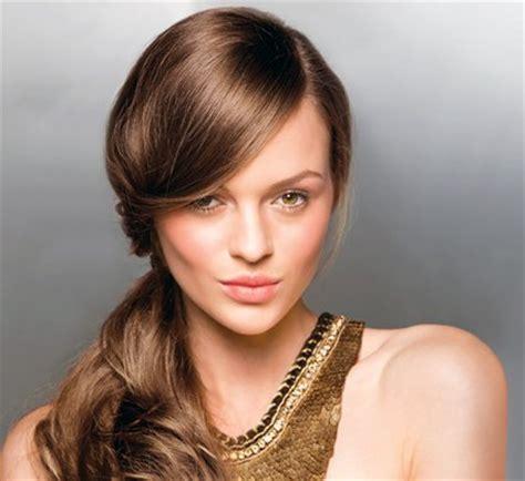 model rambut wanita cantik  pergi  sekolah