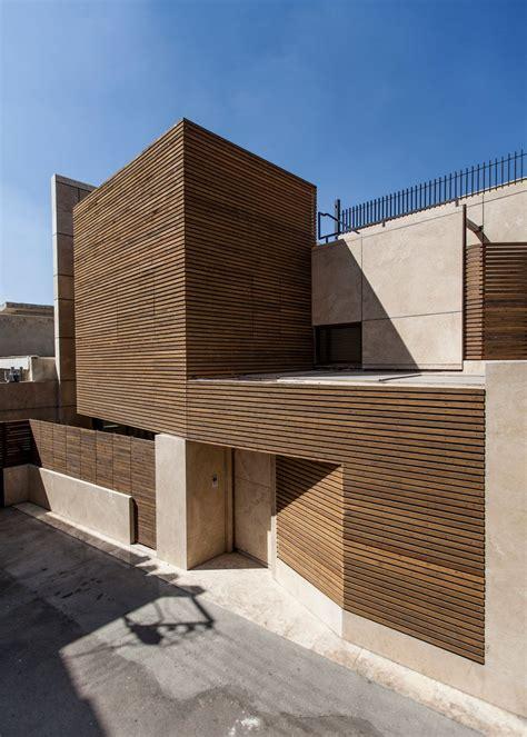 facciate di facciata in legno e travertino per il progetto di bracket