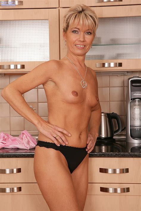 Janet Darling Get Naked In The Kitchen MILF Fox