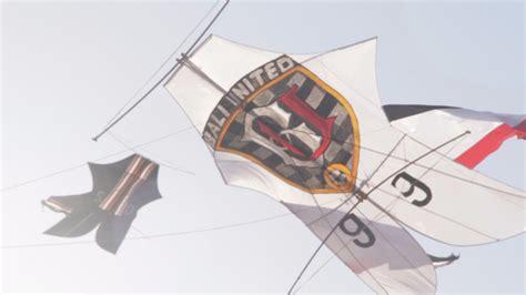 layang layang raksasa bali united meriahkan festival
